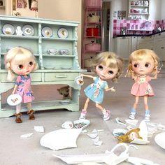 """Look mummy look..... this is what they do at Greek Weddings!"" #greekwedding #crockery #vainilladolly  #petitecreaytions  #dewdropteddybears  #mformonkey  #sisters  #kawaii  #blythedolls  #dollphotography  #triplets"