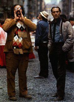 """Francis Ford Coppola e Robert De Niro durante as gravações de """"O Poderoso Chefão: Parte II"""" (1974)"""