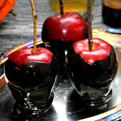 Polish The Stars: 119 Creepy Halloween Food Ideas- perfect for letting the kids help. Must do a party soon! #Halloween #candyapple #black #food #party #kids