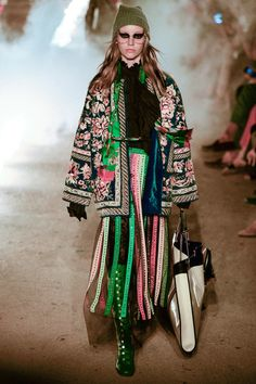 Gucci Resort 2019 collection, runway looks, beauty, models, and reviews.