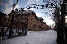 Deze foto is gekozen omdat Serge samen met zijn moeder wordt vervoerd naar het concentratiekamp Auschwitz. Daar vond hij later zijn vader noch terug die al een paar jaar eerder werd meegenomen.