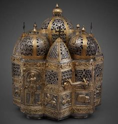 Perfume brazier in the form of a domed building, Constantinople or Italy, end of the twelfth century. Silver, partially gilded, embossed and perforated, 36 x 30 cm. Basilica di San Marco, Venice, Tesoro, inv. no. 109.