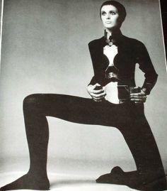 1969 Julie Driscoll - Richard Avadon Vogue Fashion Photo #4