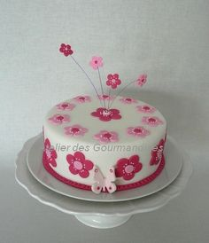 Hello Kitty Birthday Cake, Bolo Floral, Birthday Cake With Flowers, Cake Stencil, Baby Girl Cakes, Spring Cake, Cake Factory, Cute Cakes, Themed Cakes