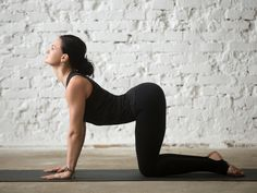 Are you a complete beginner to yoga? This 20 minute yoga routine for beginners will help you tone, improve flexibility, lose weight, and build a strong foundation of some of the most essential yoga poses. Yoga Iyengar, Ashtanga Yoga, Pranayama, Fitness Del Yoga, Health Fitness, Pilates Poses, Yoga Routine For Beginners, Cow Pose, Different Types Of Yoga