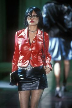 Navia Nguyen at Versus/Istante by Gianni Versace Fall/Winter 1995 2000s Fashion, Runway Fashion, High Fashion, Fashion Outfits, Womens Fashion, Ootd, Gianni Versace, Looks Vintage, Aesthetic Clothes