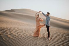 Engagement Pictures These ethereal Imperial Sand Dunes engagement photos are ultra romantic, amazingly styled, and super adventurous! - These ethereal Imperial Sand Dunes engagement photos are ultra romantic, amazingly styled, and super adventurous!