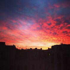 Puesta de sol mágica desde casa en Barcelona