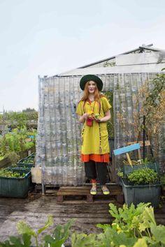 Gudrun Sjödéns Sommerkollektion 2014 - Bequeme Tunika im Lagenlook mit der weiten Hose machen jede Gartenarbeit angenehm.