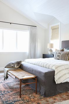 5 Sensible Clever Tips: Minimalist Home Style Decor minimalist bedroom budget guest rooms.Minimalist Home Exterior Woods cozy minimalist home simple.Minimalist Home Scandinavian Spaces. Home Decor Bedroom, Modern Bedroom, Bedroom Ideas, Bench In Bedroom, Bedroom Inspo, Feminine Bedroom, Bedroom Rugs, Bedroom Bed, Bed Ideas