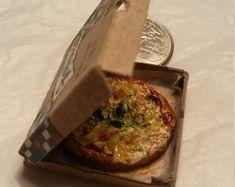 Pizza in a box | Italian pizza | Dollhouse miniatures | 1 inch scale - 1/12 scale | Miniature | Food