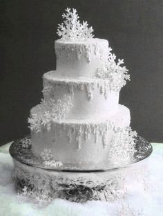 Planning a Winter Wonderland Wedding is part of Snowflake wedding Ideas for planning a winter wedding or a wedding at Christmas Includes suggestions for winter wedding themes and some photos - Snowflake Cake, Snowflakes, White Snowflake, Beautiful Cakes, Amazing Cakes, Torte Frozen, Winter Torte, Winter Wedding Decorations, Winter Wedding Cakes