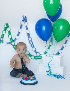 Cake Smash - one year photos. In Hot Pursuit of Color Photography