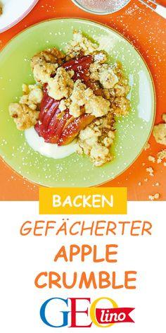 Wir backen gefächerten Apple Crumble. Das Rezept findet ihr auf GEOLINO.de! #backen #applecrumble #weihnachtsbäckerei #kinderrezept #leckerschmecker Advent, Food, Backen, Recipes For Children, Eten, Apple, Amor, Weihnachten, Meal