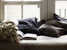 WABI SABI Scandinavia - Design, Art and DIY.: Natural interiors with soul and warmth Attic Library, Attic Playroom, Attic Loft, Attic Office, Attic Master Bedroom, Attic Bathroom, Attic Renovation, Attic Remodel, Wabi Sabi