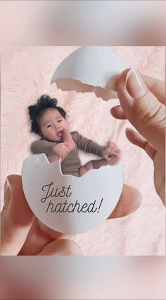 Adorable Photo Art Capture your baby's milestones! Monthly Baby Photos, Newborn Baby Photos, Baby Poses, Baby Monthly Milestones, Baby Monat Für Monat, Cute Baby Pictures, Beautiful Pictures, Foto Baby, Newborn Baby Photography