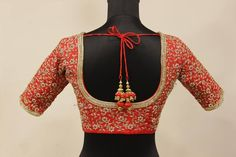 Maggam work is treated as one of the heavy and expensive work applied over the blouse and saris for ladies to avail. Women from various parts of nation and abroad are inclined towards this extra or… Blouse Back Neck Designs, Sari Blouse Designs, Fancy Blouse Designs, Bridal Blouse Designs, Lehenga Designs, Blouse Patterns, Bridal Sarees South Indian, Mirror Work Blouse Design, Wedding Saree Blouse