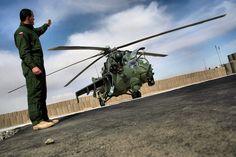 """Śmigłowiec Mi-24 - """"latający czołg"""" Polskiej Armii"""