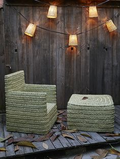 BORELY GARLAND Garland suitable for outdoors, with natural color lampshades made from cane. Garland cable measures 12m. and it has 10 BORELY lampshades. We recommended using 18w bulbs.