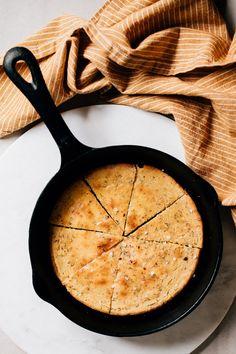 Kikärtsbröd i panna — Happy Health Veggie Recipes, Baking Recipes, Vegetarian Recipes, Savoury Baking, Healthy Baking, Healthy Food, Banana Oat Pancakes, A Food, Food And Drink