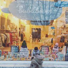 Bubliboom – Fotky Store Windows, Business Help, Painting, Display Cases, Painting Art, Paintings, Painted Canvas, Shop Windows, Drawings