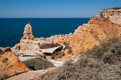La Gruta Boneca en Carvoeiro   Via Fotonazos.es Blog   2/08/2015 Un paseo por las grutas del parque natural del Algar Seco en Carvoeiro en el Algarve portugues, no os perdáis la Gruta Boneca y su ventana al océano Atlántico #Portugal