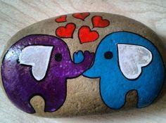 Elefanten Felsmalerei - My list of the most creative garden decorations Rock Painting Patterns, Rock Painting Ideas Easy, Rock Painting Designs, Paint Designs, Pebble Painting, Pebble Art, Stone Painting, Stone Crafts, Rock Crafts