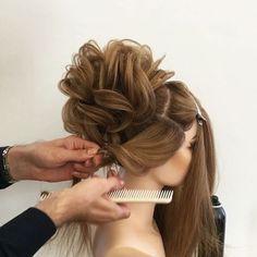Сегодня старт 6 ступени ! Курс по Свадебным  причёскам ,  вот такой легкий пучек в вечернем стиле, помимо других более сложных причёсок я представил моим ребятам. ______________________________________________________________Today is the start of the 6th step ! The course on Bridal hairstyles,  here is the light bun made in the evening style besides other complicated hairstyles that I presented to my students.