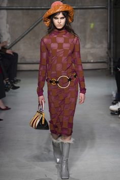 See the complete Marni Fall 2017 Ready-to-Wear collection. Knitwear Fashion 5967dfa4c