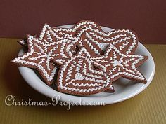 Free Christmas Crafts for Kids - Cork Gingerbread Cookies. Winter Crafts For Kids, Great Christmas Gifts, Christmas Crafts For Kids, Diy Christmas Ornaments, How To Make Ornaments, Christmas Candy, Simple Christmas, Christmas Cookies, Cork Ornaments