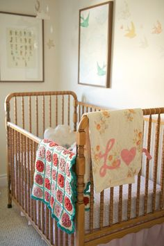 Lorelai's Thrifted, Vintage-Inspired Nursery The square blanket is beautiful, colours are so sweet. (Lorelai's Thrifted, Vintage-Inspired Nursery, Apartment Therapy) Jenny Lind Nursery, Jenny Lind Crib, Nursery Design, Nursery Decor, Nursery Ideas, Project Nursery, Bedroom Ideas, Bedroom Decor, Girl Nursery