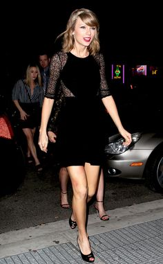Taylor Swift looks lovely in this LBD!