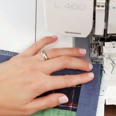 Speedy Binding with an Overlocker Sewing Basics, Sewing Hacks, Sewing Tutorials, Sewing Crafts, Serger Sewing, Sewing Stitches, Sewing Patterns, Couture Sewing Techniques, Sewing Lessons