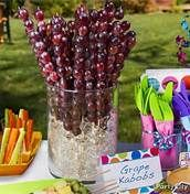 These grape kabobs would be so cute for a college graduation or July 4th party :)