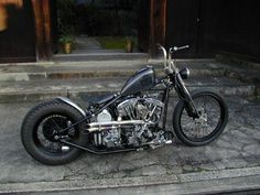 Sick shovelhead, I'd swap the bars with some sick ape hangers that would lean back a little. Something custom #harleydavidsonchoppersapehangers