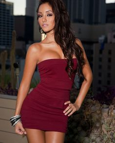 Melanie Iglesias With strapless dress Love the color and her:-)