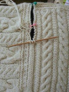 Joining blanket square Cast on three stitches on dpn. Slip last stitch to rh nee. Joining blanket square Cast on three stitches on dpn. Slip last stitch to rh needle, pick up edge stick, pass slip stitc. Knitting Help, Knitting Stitches, Hand Knitting, Knitting Squares, Knit Blanket Squares, Loom Knitting Blanket, Crochet Squares, Knitting Needles, Stitch Patterns