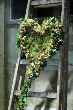 Great Photographs rustic Funeral Flowers Thoughts Regardless of whether you will be planning as well as participating, funerals will almost always be a new somb. Deco Floral, Arte Floral, Decoration Plante, Sympathy Flowers, Rustic Gardens, Funeral Flowers, Ikebana, Garden Landscaping, Floral Arrangements