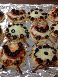 Lady bug pizza Bug Party Food, Cooking With Kids, Lady Bug, Pizza, Breakfast, Morning Coffee, Miraculous Ladybug, Ladybugs, Morning Breakfast