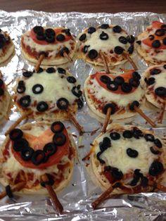 Lady bug pizza Bug Party Food, Cooking With Kids, Lady Bug, Pizza, Breakfast, Ladybug, Morning Coffee, Ladybugs