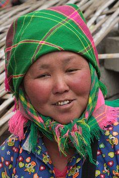 vietnam - ethnic minorities  White Hmong woman (market of Li Bon) | Retlaw Snellac  #world #cultures