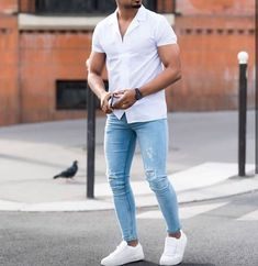 visit our website for the latest men's fashion trends products and tips . Mens Casual Dress Outfits, Blue Jeans Outfit Men, Blazer Outfits Men, Men's Outfits, Style Casual, Men Casual, Men With Street Style, Herren Outfit, Popular Mens Fashion