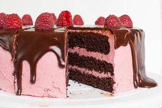 Chocolate raspberry cake with creamy ganache Mini Desserts, Frosting Recipes, Cake Recipes, Chocolate Raspberry Cake, Oreo Cupcakes, Cake & Co, Take The Cake, Cake Decorating, Bakery