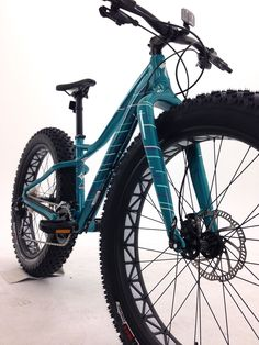 2016 Specialized Hellga - Turn heads with the newest women's specific fat bike.