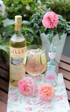 Lillet-Waldbeeren Charlotte und eine kleine Lillet Cocktailparty mit 5 Rezepten   SASIBELLA