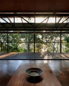 Architect-designed modern house for sale in Avalon. Treetop House by Stutchbury and Pape. Peter Stutchbury, Australian Houses, Jungle House, Tropical Houses, Cabins In The Woods, Architect Design, Farm House, Home Remodeling, Terrace