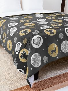 'Christmas Design' Comforter by Shane Simpson College Dorm Rooms, Christmas Design, Square Quilt, Twin Xl, Quilt Patterns, Comforters, Blanket, Pillows, Bed
