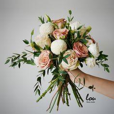 #Cappuccino #Roses #Poms #Handtied #Bouquet #Louflowers #FlowerStudio