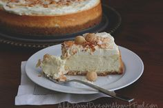 Coconut cheesecake with macadamia nut crust is the perfect low carb cheesecake recipe. It's a grain free dessert that's as tasty as it is beautiful. This macadamia nut crust cheesecake recipe with creamy coconut cheesecake filling is beyond delicious! Kokos Desserts, Coconut Desserts, Sugar Free Desserts, Coconut Recipes, Sugar Free Recipes, Köstliche Desserts, Sweet Recipes, Delicious Desserts, Dessert Recipes