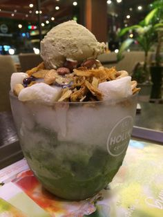 Green tea bingsu, another treat for less-sweet tooth